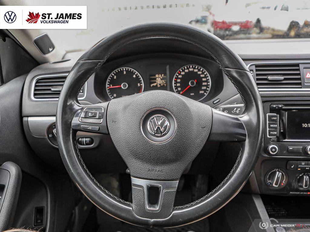 Pre-Owned 2014 Volkswagen Jetta Sedan Highline 2.0TDI Technology Package, Premium Sound System, Heated Seats