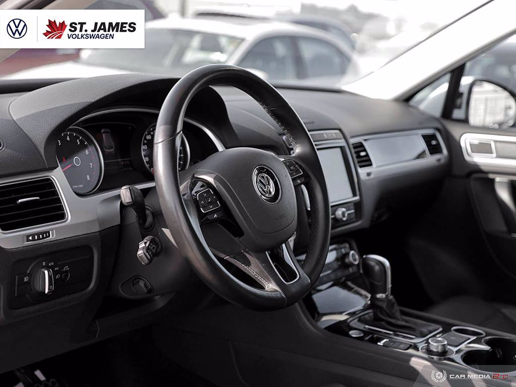 Certified Pre-Owned 2017 Volkswagen Touareg Execline 3.6, 4Motion, 360 Back-Up Camera, Panoramic Sunroof, Memory Seats